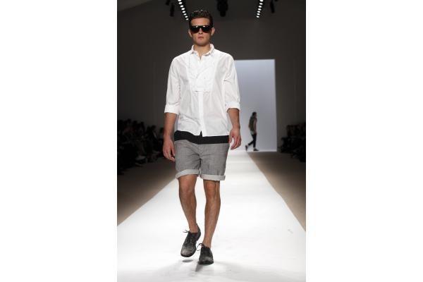 Vyrų aprangoje triumfuoja natūralumas