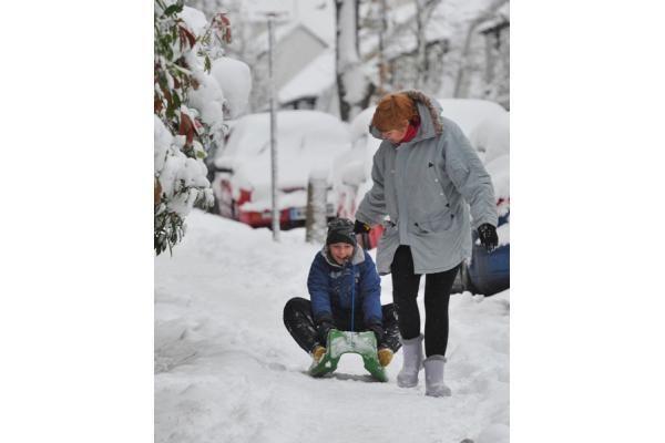 Europoje sumaištį sukėlė sniegas ir šaltis