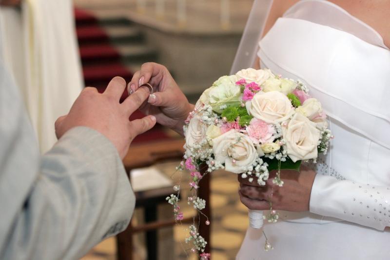 Velso teismas nubaudė per vestuves sukčiavusias lietuves