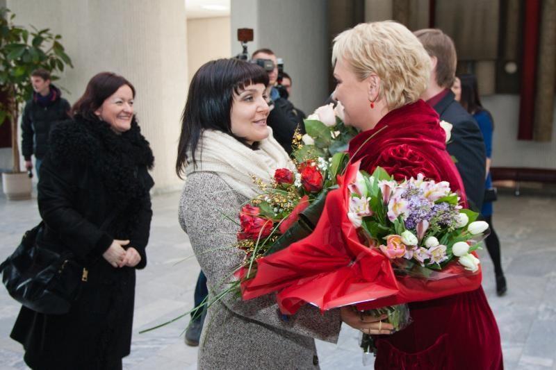 Žiedus sumainė aktoriai I.Norkutė ir A.Žvinys