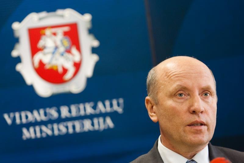 Vidaus reikalų ministras sako neatsistatydinsiąs (papildyta)