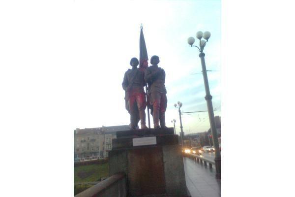 Žaliojo tilto skulptūros – vėl vandalų taikinyje (papildyta)
