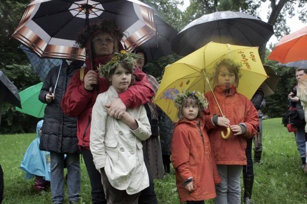 Lietus per Jonines nuplauna blogas emocijas
