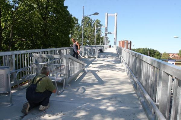 Tinkamu naudoti pėsčiųjų tiltu vaikščioti draudžiama