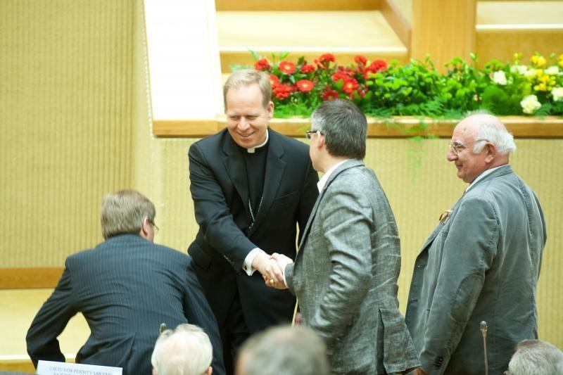 """Arkivyskupas ragina ginti šeimą nuo europinio """"teisinio Trojos arklio"""""""