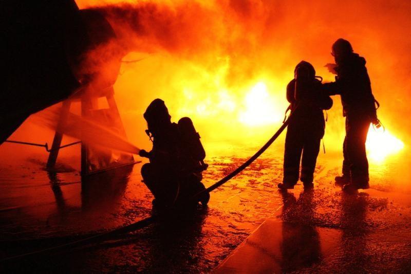 Vilniaus rajone prie serviso sudegė 4 automobiliai