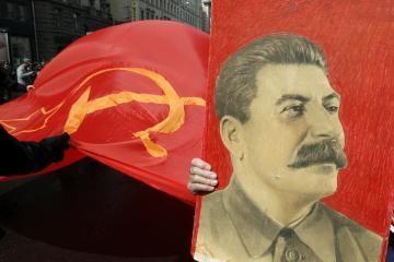 Plakatas su Stalino portretu gali patuštinti V. Ivanovo kišenę