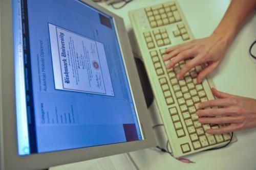0,5 mln. litų už rašto darbų rašymą gavęs vilnietis stos prieš teismą