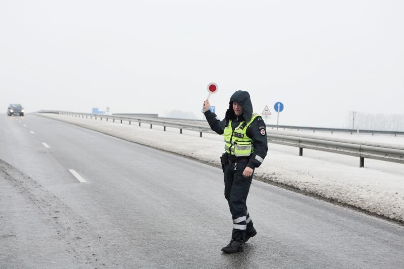 Nesustojusį automobilį Trakų policija persekiojo 60 kilometrų