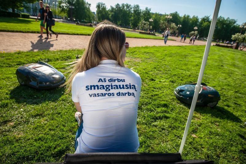 Rimtus mokslus kremtanti studentė gavo smagiausią vasaros darbą (foto)