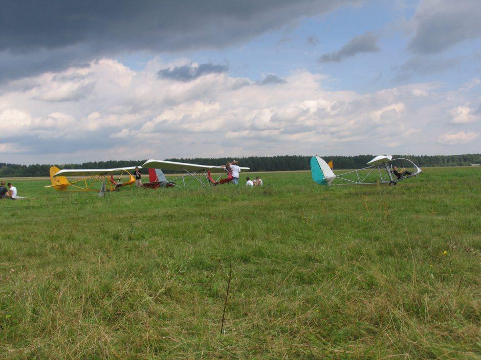Jauniausi pasaulio lakūnai kviečia į sklandymo varžybas Paluknio aerodrome