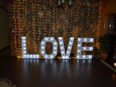 Skelbimas - Sviečiančios raidės LOVE