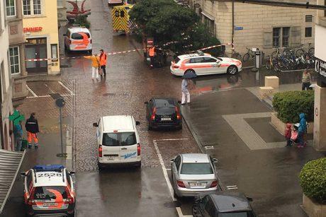 Šveicarijoje motoriniu pjūklu ginkluotas užpuolikas sužalojo penkis žmones