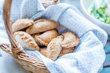Puikiai tiks iškylai: skanūs pyragėliai su skirtingais įdarais