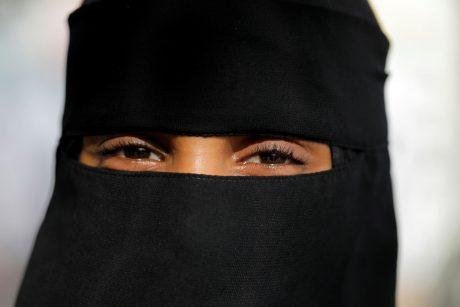 Alžyro valstybės tarnautojoms uždrausta nešioti nikabą
