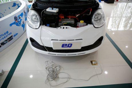 Ekspertai: elektromobiliai dar nepakankamai populiarūs