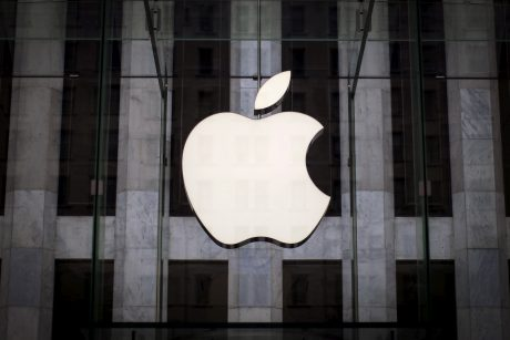 """Italija pradėjo tyrimą dėl """"Apple"""" ir """"Samsung"""" planuoto """"iPhone"""" modelių pasendinimo"""