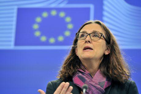 Eurokomisarė: ES ir JAV derybos dėl prekybos sutarties nežlugo