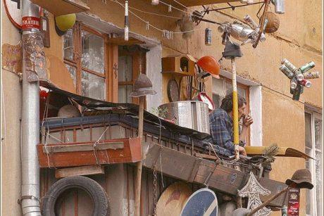 Atsargiai, Klaipėdoje griūva balkonai
