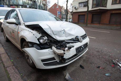 Po mirtinos avarijos kalbama apie girtų vairuotojų pavardžių viešinimą