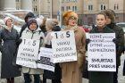 Prie Seimo – piketas dėl smurto prieš vaikus