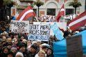 Šimtai žmonių Rygoje susirinko į mitingą paremti merą N. Ušakovą