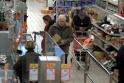 Policija tiria, kas atsiskaitė netikra 500 eurų kupiūra (gal atpažįstate?)