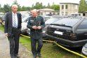 Sureagavo: policiją iškvietęs dėl nuniokoto Hugo Šojaus parko Pagėgių rinktinės vadas R.Timinskis (dešinėje) savaitgalį pasielgė pilietiškai.