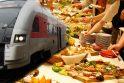 """Tradicijos: buvusią valstybinės įmonės """"Lietuvos geležinkeliai"""" vadovybę už taškytus biudžeto pinigus kritikavę naujieji kompanijos vadovai įsisenėjusių tvarkų nelaužo – renginiams ir svečių priėmimams numatyta išleisti 1,2 mln. eurų."""