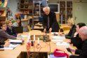 Apie negeroves prabilusi mokytoja pastatyta prie gėdos stulpo