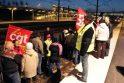 Protestuojanti Prancūzija: užblokuotas kelias tanklaivių transportui ir greitiesiems traukiniams
