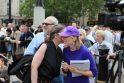 Londono lietuviai išreiškė paramą D.Kedžiui ir jo dukrai