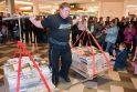 Galiūnas Ž.Savickas pakėlė daugiau kaip 400 kg knygų