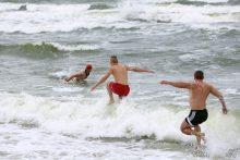 """Neblaivūs """"ereliai"""" pliaže šokdino gelbėtojus, medikus ir policiją"""