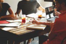 Psichologai: darbdavys turi parodyti, kad darbuotojai rūpi ne vien dėl rezultatų