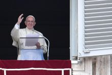 """Popiežius tvirtina, kad nusikaltę pedofilai turi būti """"griežtai"""" baudžiami"""