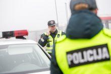 Neblaivus policininkas prie vairo įkliuvo ankstyvą rytą