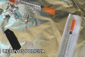 Narkotikų platintoja policijai įkliuvo tris kartus per kelis mėnesius