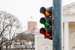 Kovo 11-oji Vilniuje: trispalviai šviesoforai ir vėliavos skrydis danguje