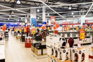 Pardavėjai trina rankomis: lietuviai vėl šluoja buitinę techniką