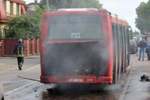 Kaune užsiliepsnojo autobusas, Kauno rajone – lengvasis automobilis