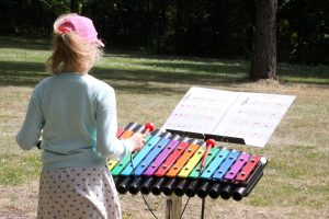 Vaikų ligoninėje – muzikos garsai ir linkėjimai greičiau sveikti