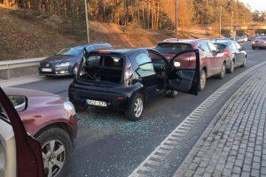 Netoli Kauno marių – keturių mašinų avarija, formuojasi spūstys