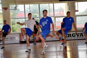 """""""Lietavos"""" žaidėjai lavina aerobikos žingsnelius"""