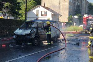 Partizanų g. nugriaudėjo sprogimas – iš automobilio liko tik metalo krūva
