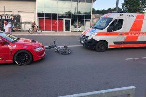 Šančiuose automobilis kliudė dviratininką, prireikė medikų pagalbos