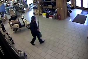Ieškomas parduotuvę apvogęs vyras