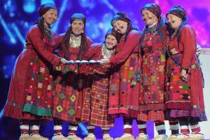 """Ant """"Eurovizijoje"""" išgarsėjusių """"Buranovskije babuški"""" nukrito parduotuvės iškaba"""