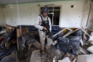 Afganistane per Pakistano konsulato apsiaustį žuvo septyni kariai
