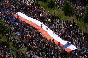 Varšuvoje 240 tūkst. demonstrantų dalyvavo eitynėse už demokratiją ir ES